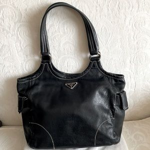 ⬇️😊 Prada Black Leather Bag